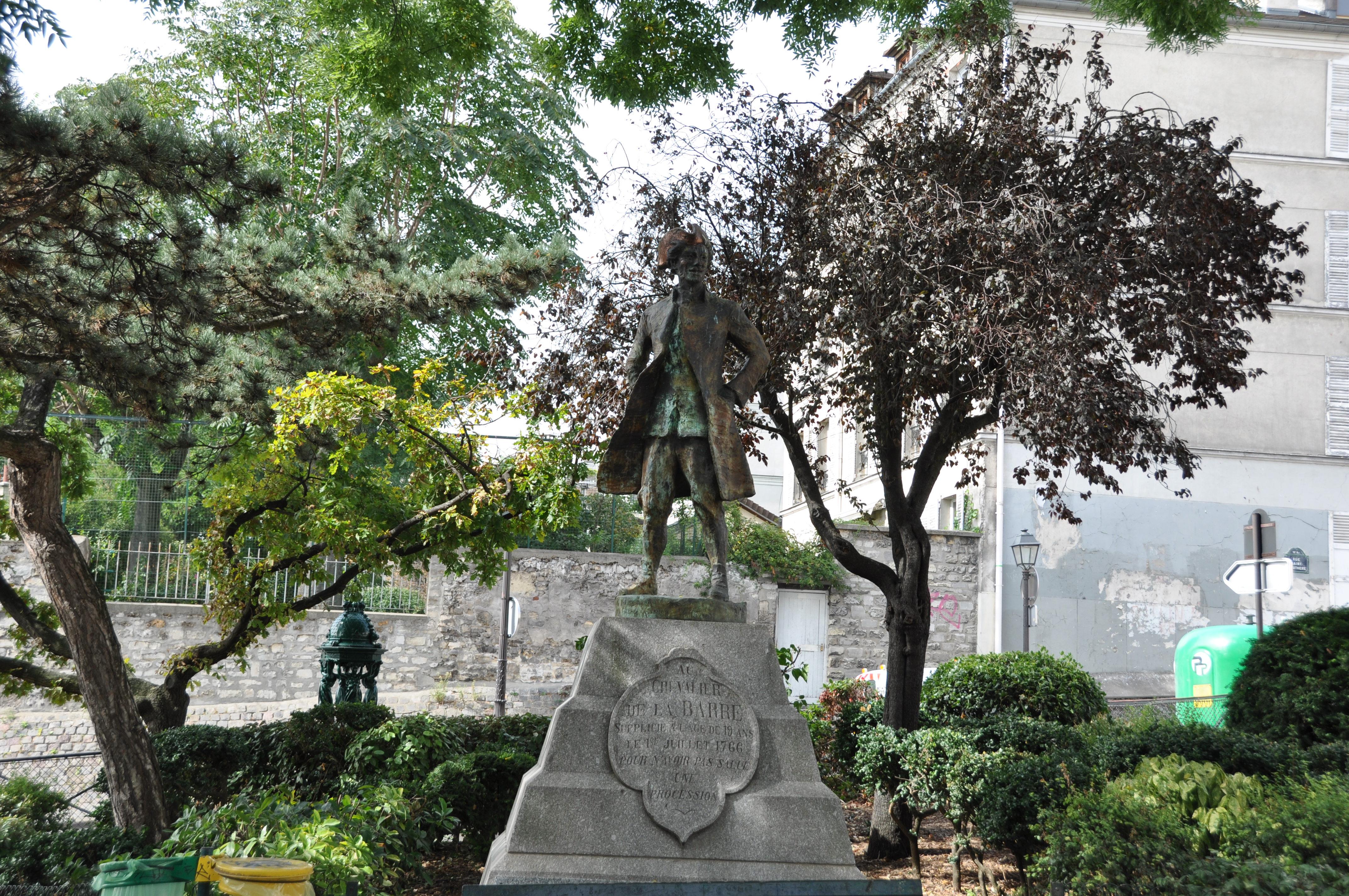Statue du Chevalier de La Barre, square Nadar, Montmartre, Paris