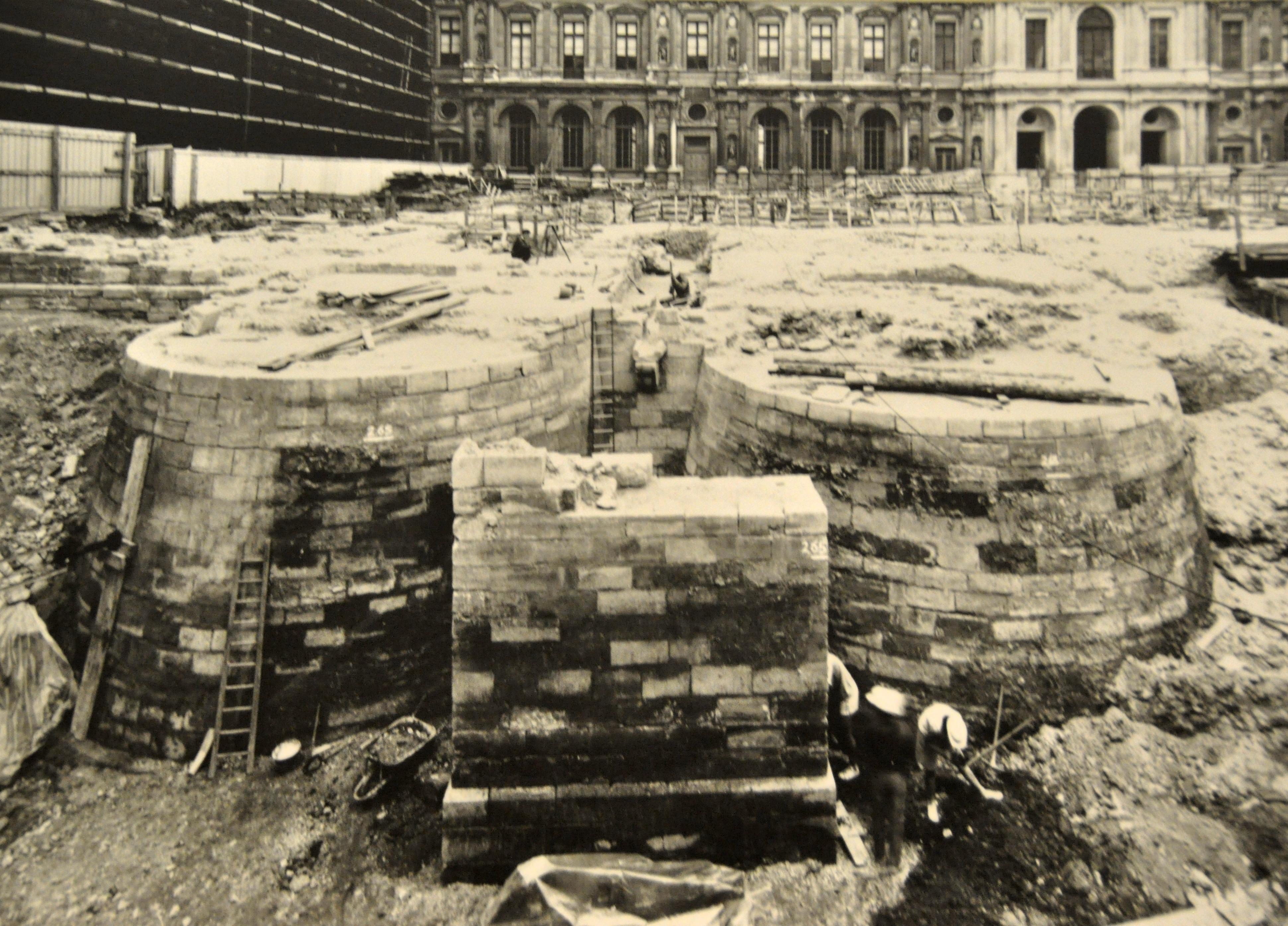 Le Louvre médiéval, fouilles sous la Cour Carrée