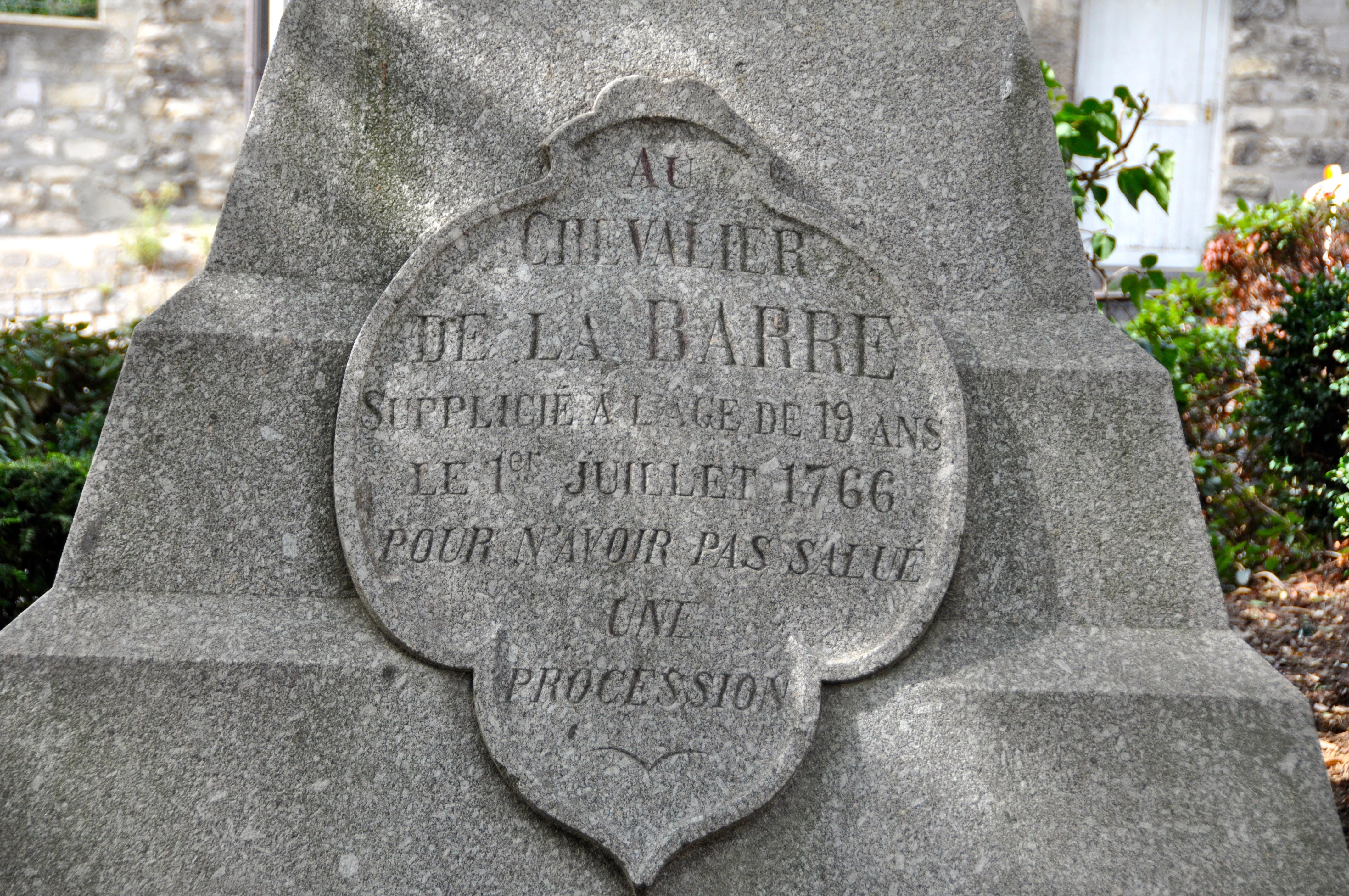 Socle de la statue du Chevalier de La Barre, Square Nadar, Montmartre, Paris