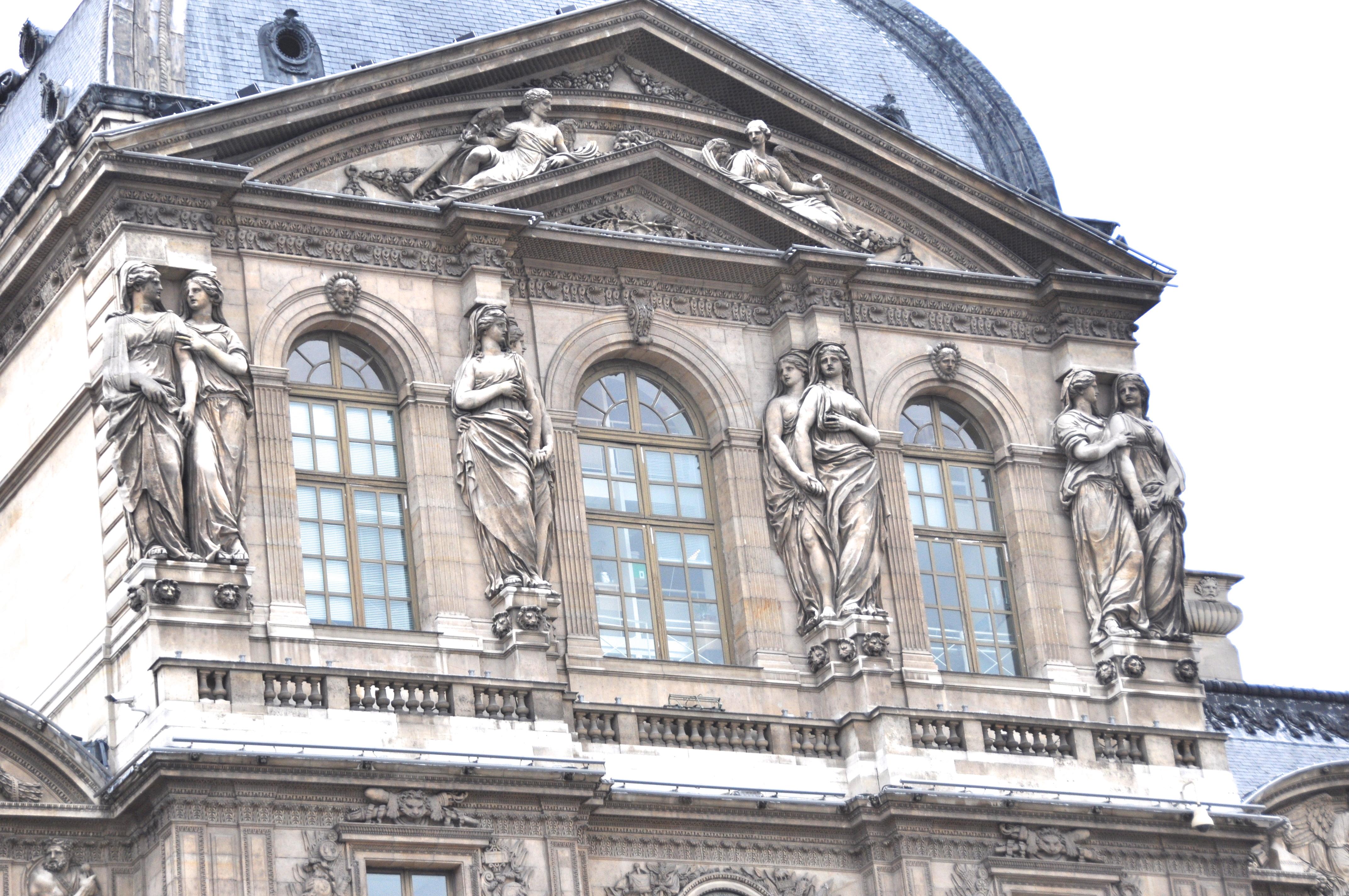 Cariatides de Jacques Sarrazin, Pavillon de l'horloge ou Pavillon Sully, Cour Carrée, Le Louvre, Paris