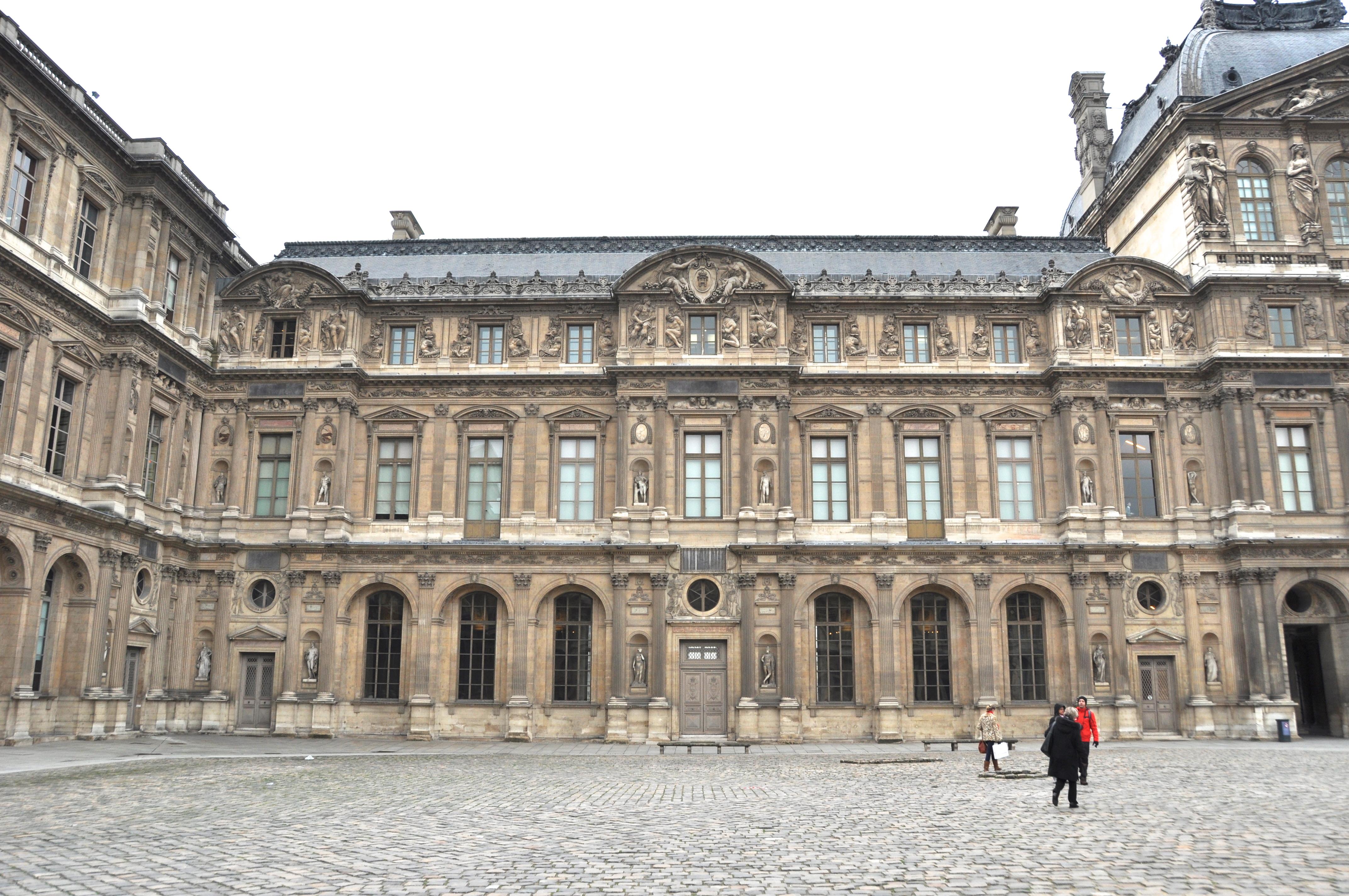 Façade Renaissance de Jean Goujon et Pierre Lescot, Cour Carrée du Louvre, Paris