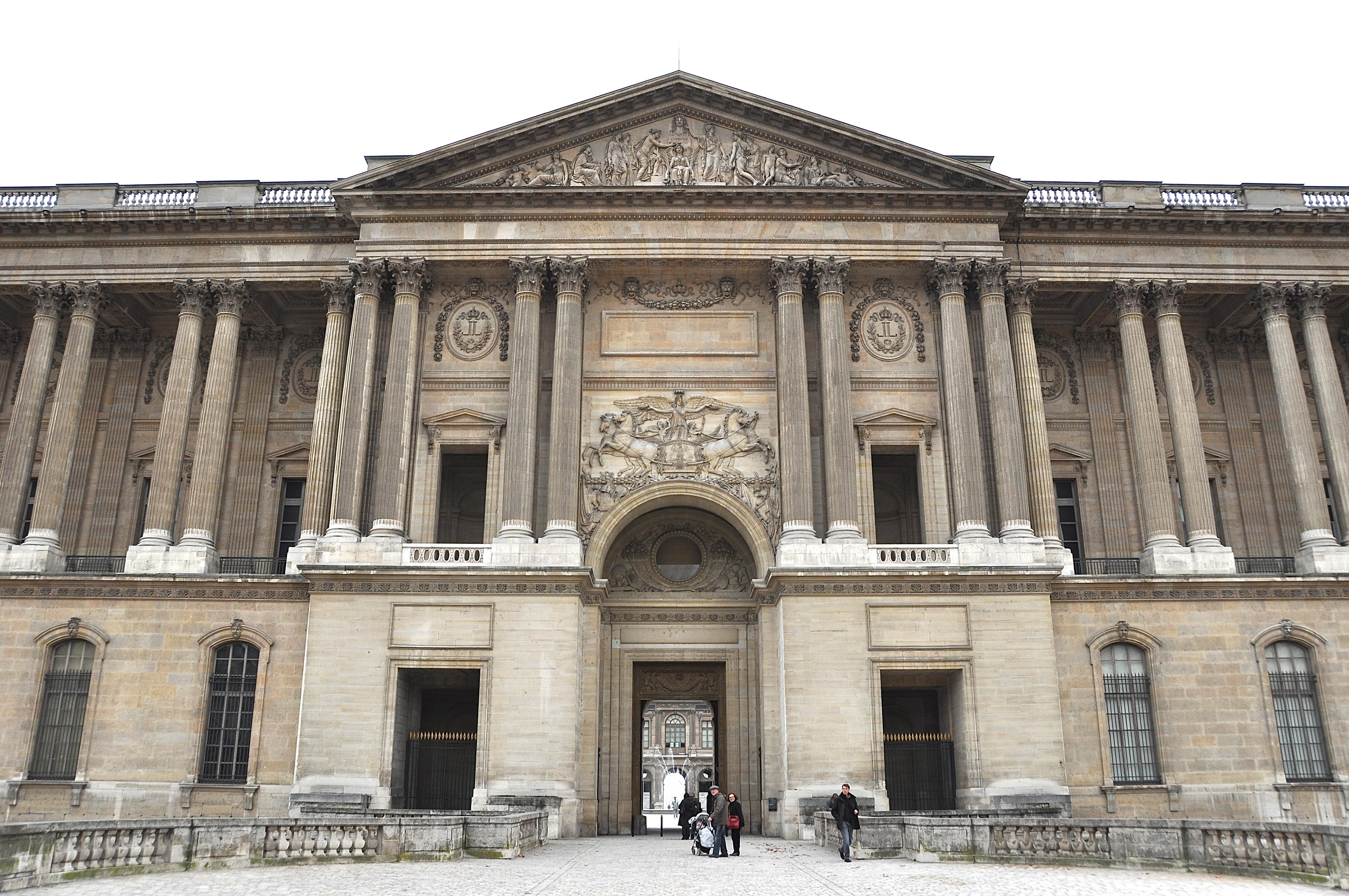 Porche de la façade orientale du Louvre, Paris