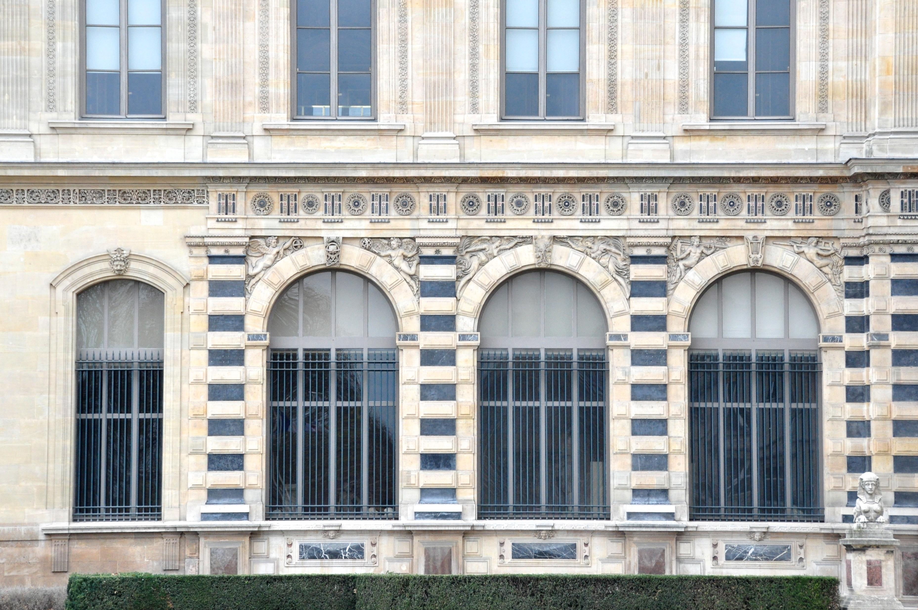 Petite galerie, façade Renaissance, Le Louvre, Paris