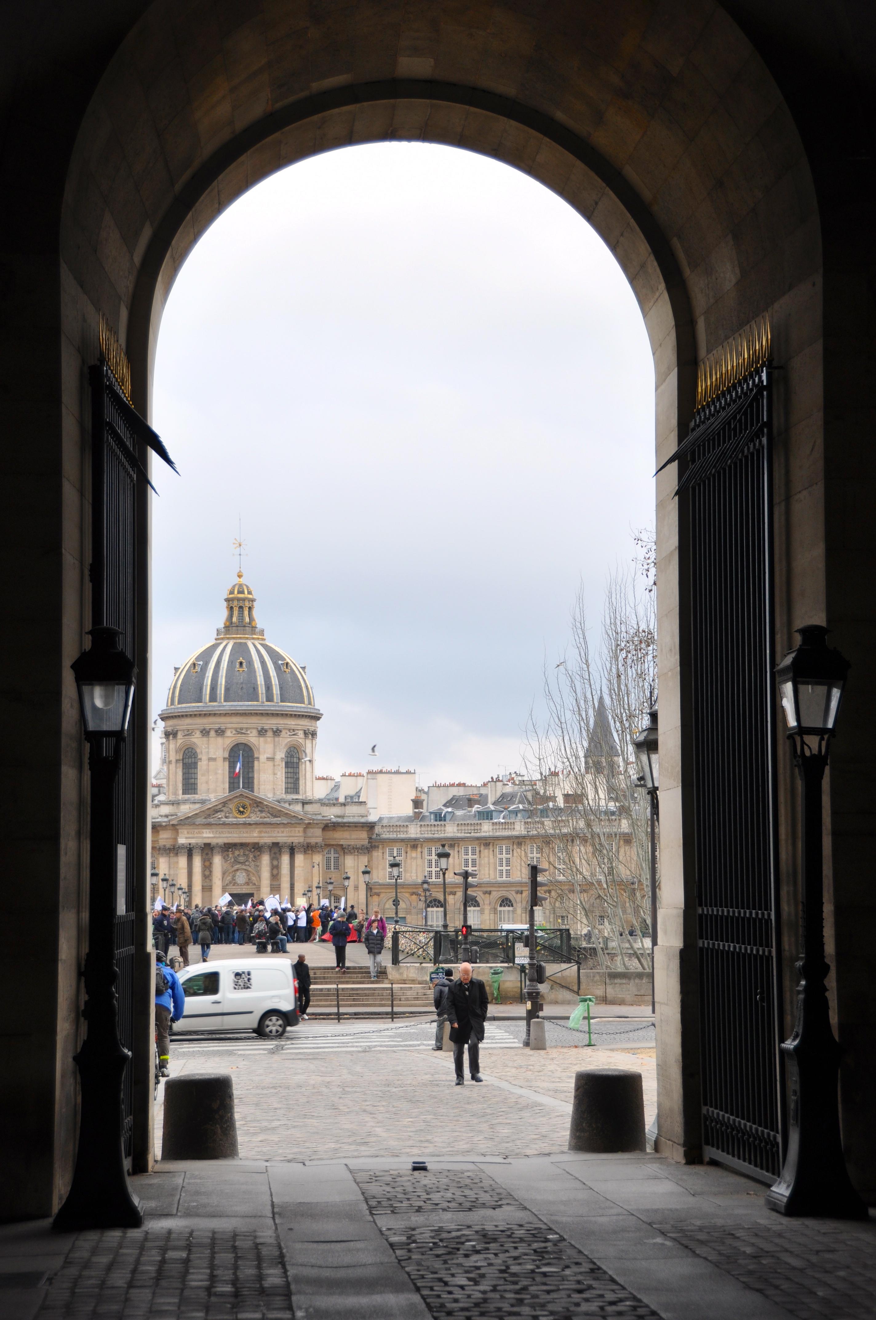 Le passage méridional de la Cour Carrée, Le Louvre, Paris